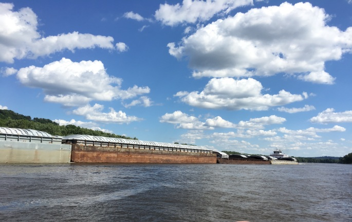 Barge_on_River_IMG_7870