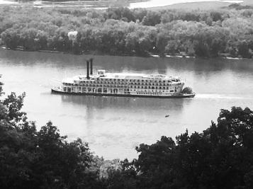 River_Boat_BW_IMG_3199